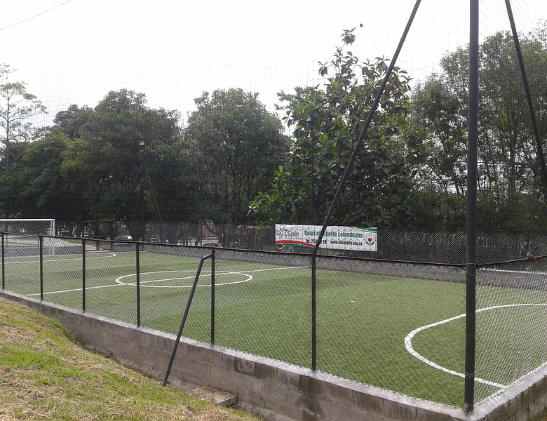Cancha colegio san carlos medellin gramas sinteticas - Cesped artificial colombia ...